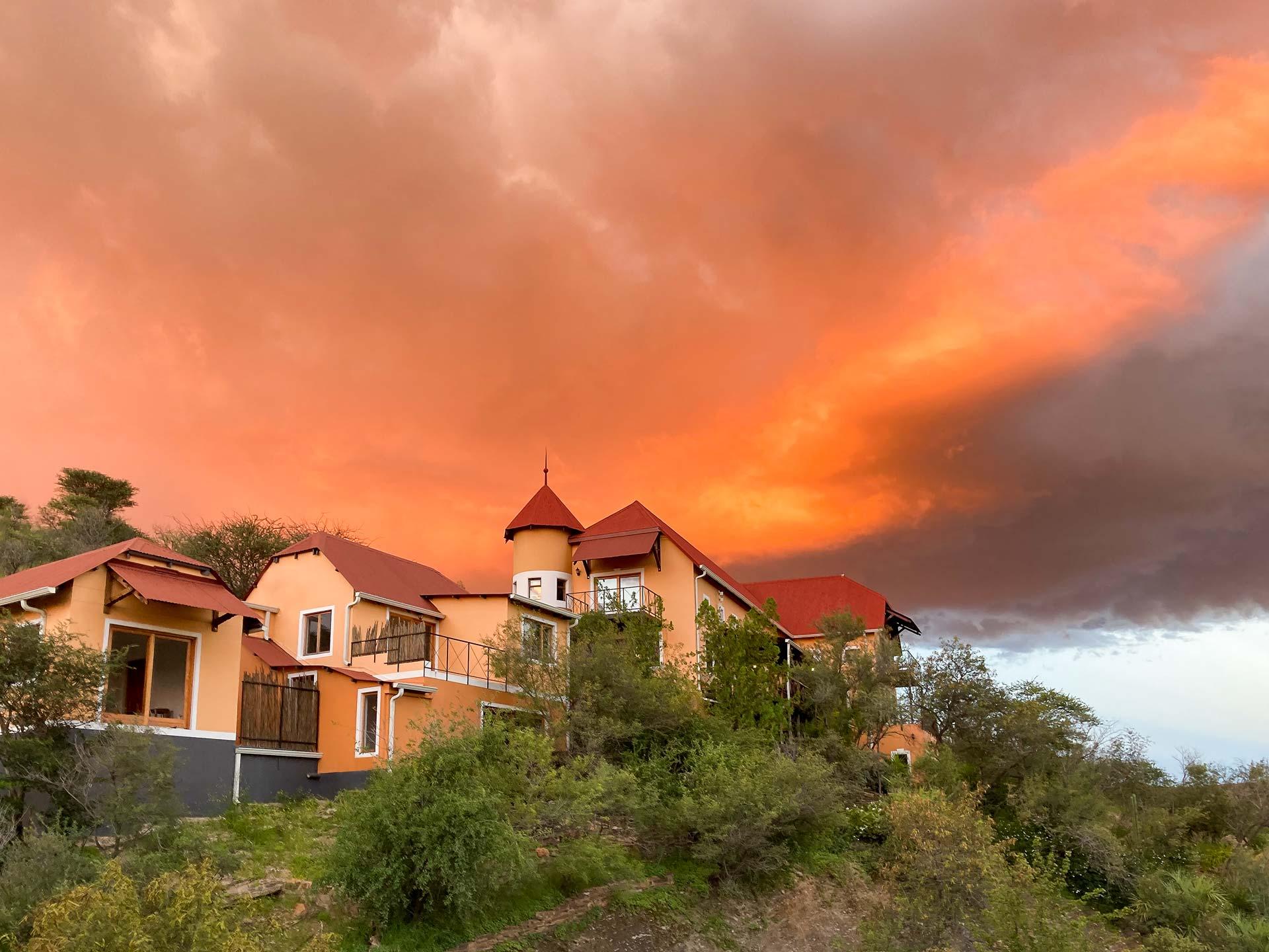 Außenansicht des Ti Melen Hotel in Windhoek Namibia